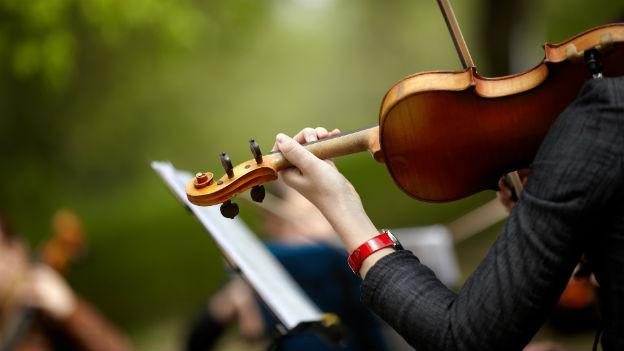 Frau an der Geige