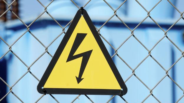 Gefahrenschild: Achtung, Stromschlag.