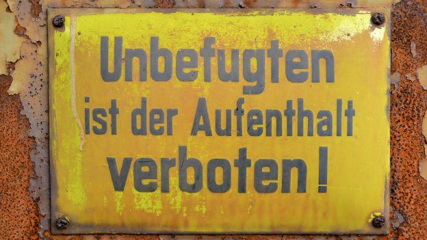 """Schild """"Betreten für Unbefugte verboten"""""""