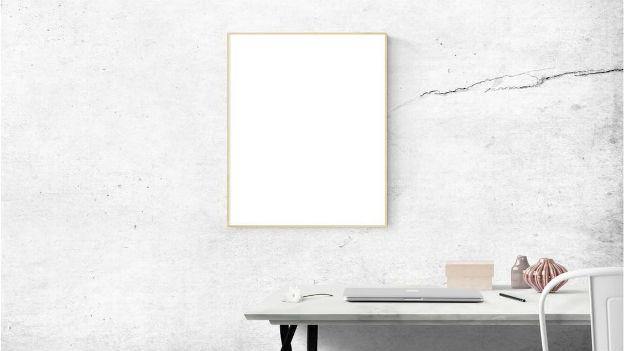 Ein leeres Bild an der Wand