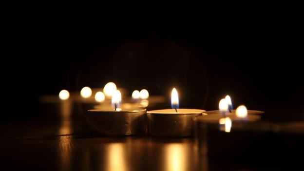 Kerzen für ein verstorbenes Kind