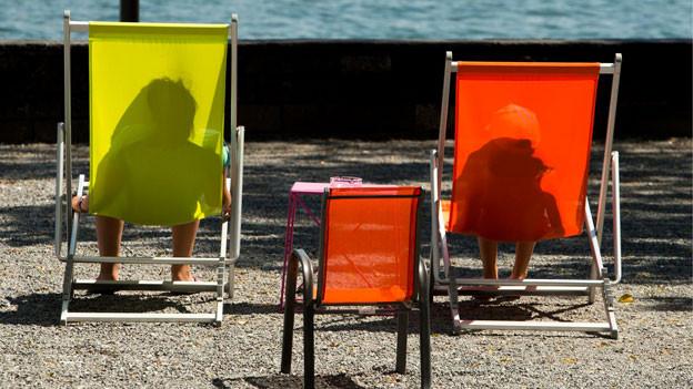Noch leuchten die Farben beim neuen Liegestuhl.