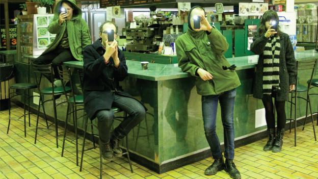 Halten sich bedeckt: Teenanger aus Toronto. Am 2.10. erscheint ihr neues Album «Good Time».