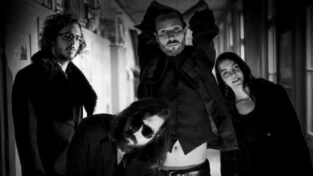 Walk Down The Hall sind Sänger Saul de Angelis, Gitarrist Nicolas Python, Drummer David Lozer und Bassistin Sarah Zaugg