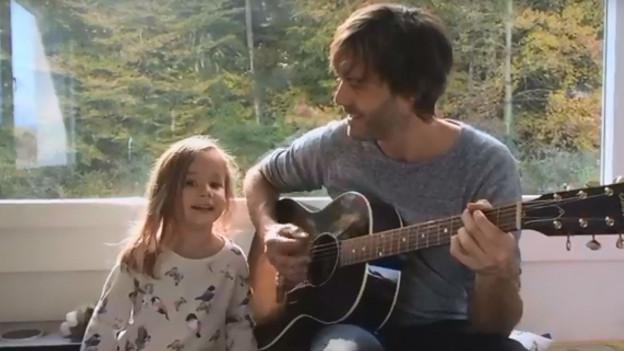 Adrian Stern mit seiner Tochter Mina