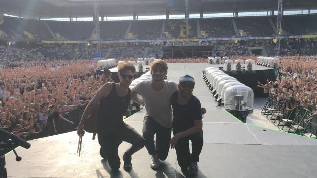 Der Luzerner Singer/Songwriter Damian Lynn bei seinem Auftritt als Support Act für Justin Bieber im Stade de Suisse Bern