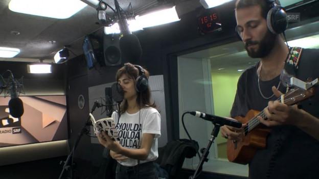 Lola Marsh spielen ihre englische Version von «Hemmige» live bei SRF 3