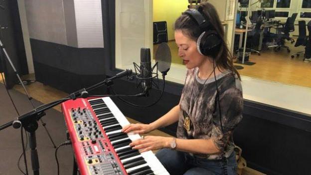Bibi Vaplan spielt «Milli bels guottins» live im SRF 3-Studio