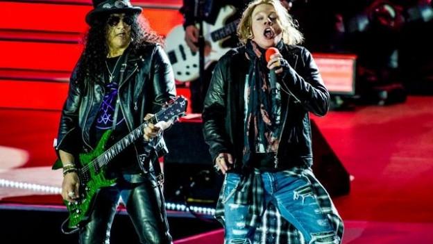 Slash trägt beim Guns N' Roses-Konzert am belgischen Metal-Festival Graspop ein T-Shirt der Schweizer Band Zeal & Ardor