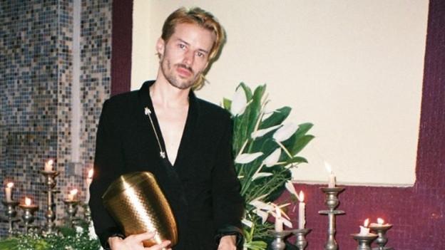 Bonaparte alias Tobias Jundt hat in Abidjan, Elfenbeinküste an neuen Songs gearbeitet
