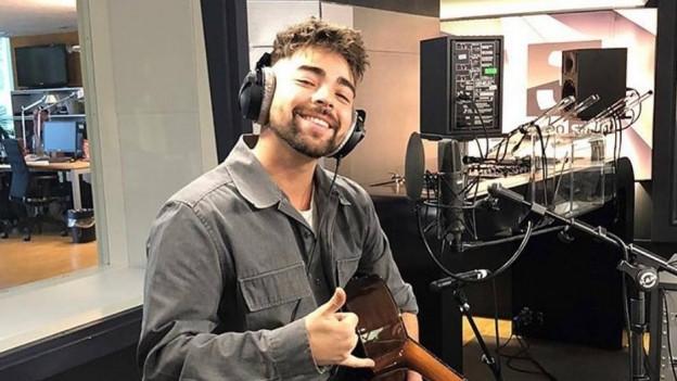 Alejandro Reyes spielte im November 2018 «Solamente» live im SRF 3-Studio, jetzt ist die neue Single «Loco Enamorado» da