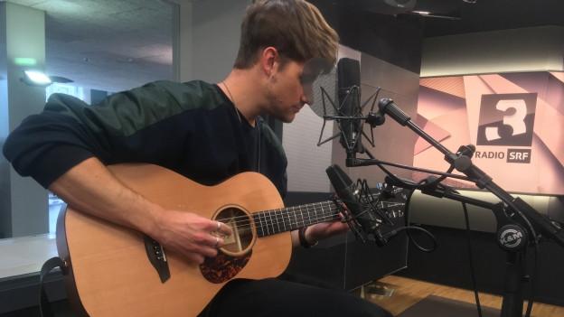 Damian Lynn spielt unseren Song vom Tag «Wait» live bei SRF 3 punkt CH