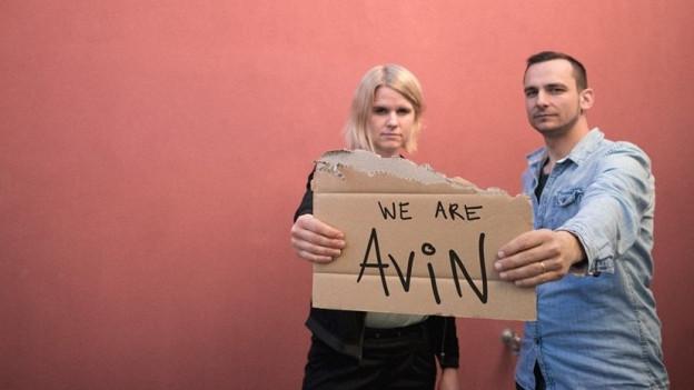 Avin sind Sängerin, Pianistin und Gitarristin Chantal Krebs und Drummer Luzian Graber