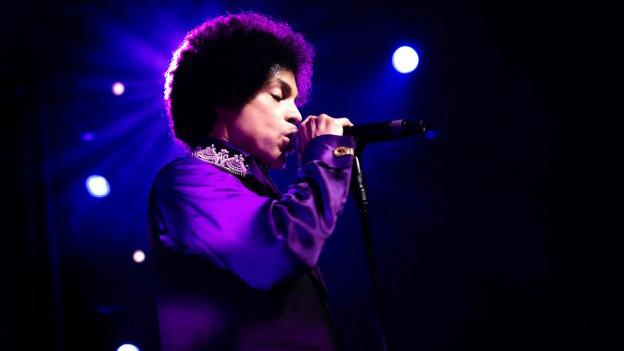 Prachtskerl in Purple: Prince bei seinem Auftritt beim 47. Montreux Jazz Festival.