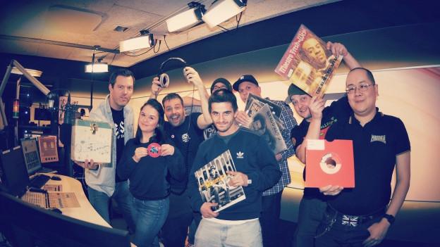 DJ Pesa, DJ Emel Ilter, Sascha Rossier, DJ Wab (hinten), DJ Kas-Roc, DJ Dan, DJ Murphy und DJ Fu-Man Chu (mit Single für 1500 CHF).