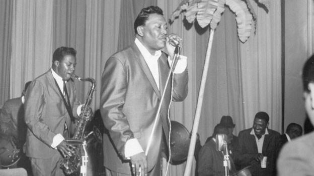 Archivaufnahme: Bobby Bland mit seiner Band.