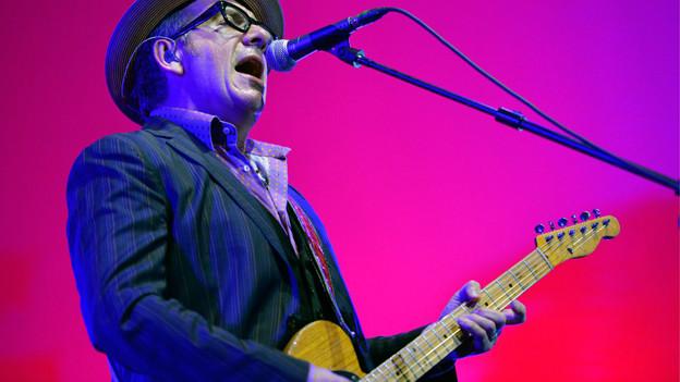 Elvis Costello 2013 am Blue Balls Festival in Luzern.
