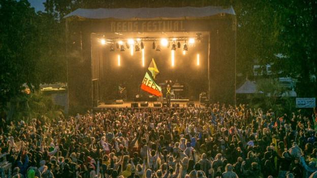 Direkt am Ufer des Pfäffikersees steht die grösste Schweizer Reggae-Fesival Bühne