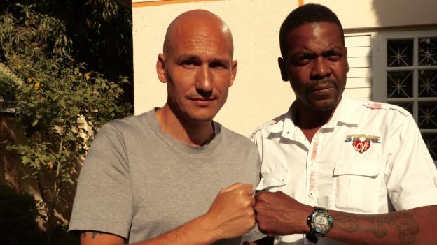 Lukie Wyniger (links) mit Duane Pow von Stone Love in Kingston Jamaika.