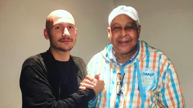 King Jammys links nach seinem DJ-Set für das Chronixx Konzert im The Ritz, Manchester