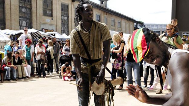 Afro Pfingsten in Winterthur lockt die Menschen auf die Strasse.
