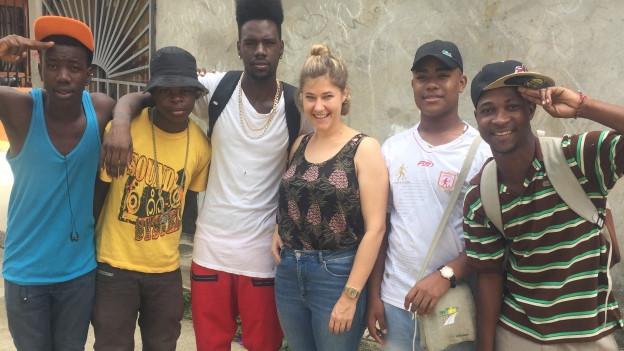 Anic Lautenschlager bei den Jugendlichen in Kolumbien.