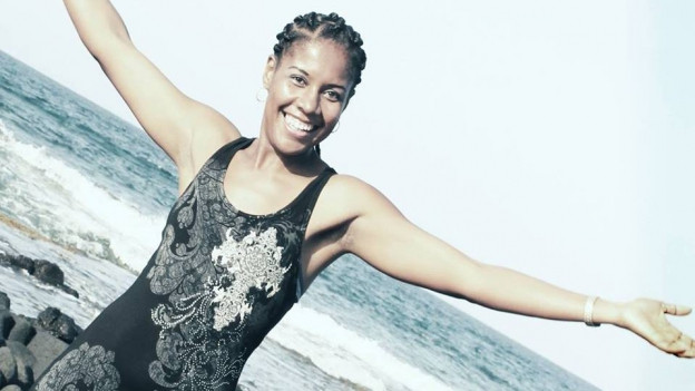 Kilometerlange Stände, weisser Sand, tükisblaues Meer 330 Sonnentage: Gabriela Mendes holt das Feriengefühl diesen Sommer in die Gassen auf Bern ans Strassenmusikfestvial Buskers ( DO-SA, 10.-12. August 2017)