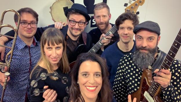Jaro Milko & The Cubalkanics aus Basel heizen das Studio bei Rahel Giger im World Music Special mit einer ersten Live-Session im 2019 tüchtig ein