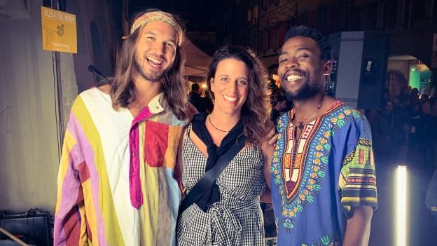 Native Young bei einem spontanen Interview mit World Music Special Frau Rahel Giger nach ihrem Auftritt am Buskers Bern.