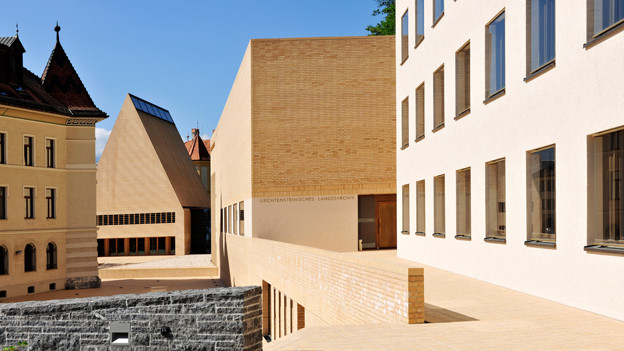 Der Peter Kaiser Platz - das Regierungsviertel von Liechtenstein.