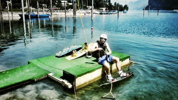 Manuel Rothmund auf dem Wakeboard.