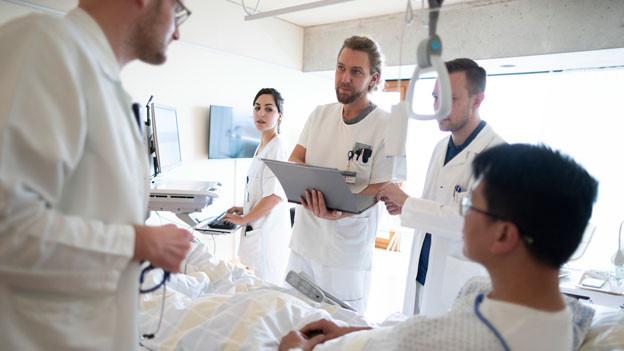 Jede zehnte Patientin, jeder zehnte Patient, wird im Spital nicht geheilt, sondern geschädigt. Das zeigen internationale Studien. Gestellte Aufnahme.