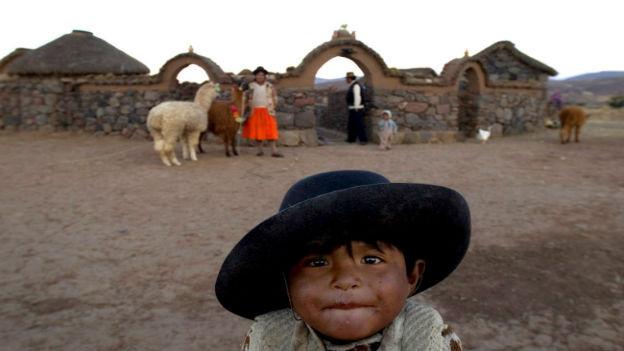 Peruanisches Kind in den Anden.