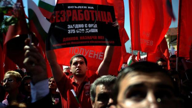 Auch in Bulgarien treibt die Arbeitslosigkeit viele Menschen ins Ausland. Im Bild sind Demonstranten am 1. Mai 2010.Auch in Bulgarien treibt die Arbeitslosigkeit viele Menschen ins Ausland. Im Bild Demonstranten am 1. Mai 2010