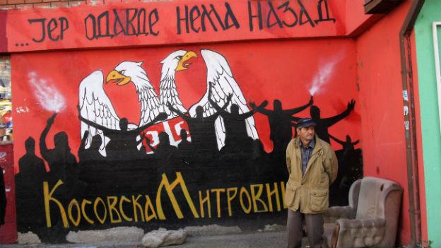 Kosovarische Serben protestieren gegen die geplanten Kommunalwahlen.