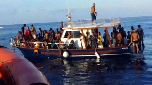 Und wieder strandet ein Schiff mit Flüchtlingen in Lampedusa.