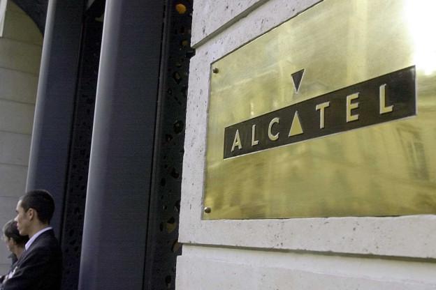 Alcatel baut weltweit rund 10 000 Stellen ab.