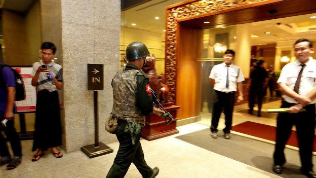 Hotellobby in Myanmars Hauptstad Rangung nach Bombenanschlag.