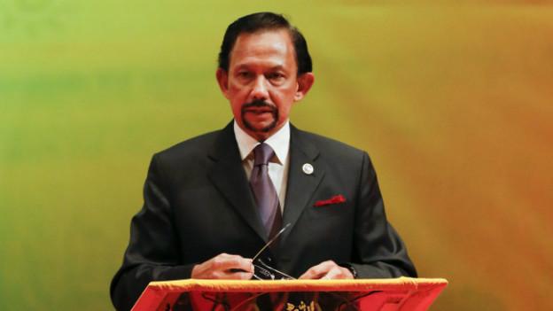 Sultan Hassanal Bolkiah will in Brunei strenge Strafen nach islamischem Recht einführen.