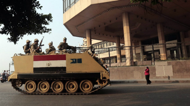 Ein ägyptischer Panzer auf dem Tahrir-Platz anlässlich der 40-Jahre Gedenkfeier für den Jom-Kippur-Krieg.