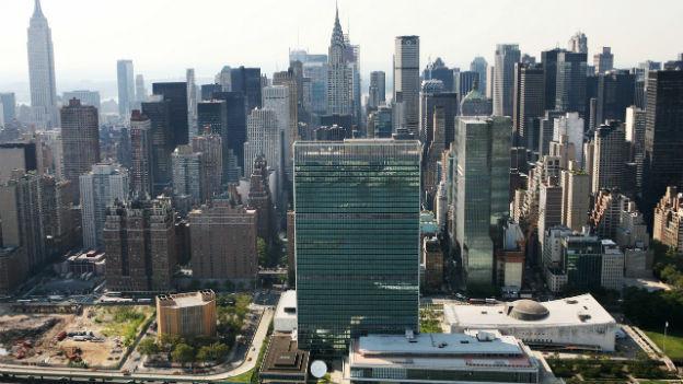 Der UNO-Hauptsitz vor der New Yorker Skyline
