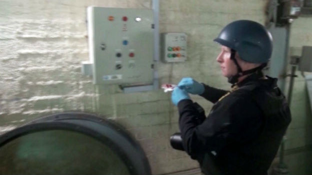 OPCW-Inspektor in Syrien an der Arbeit (Bild: syrisches Fernsehen)