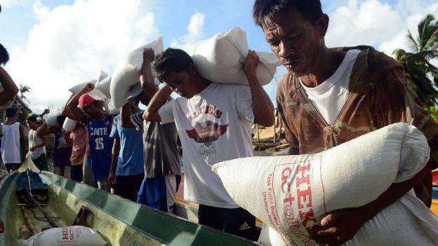 Auch 3 Wochen nachdem der Taifun Haiyan über die Philippinen zog, ist Hilfe gefragt