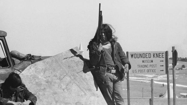 Indigene bewachen Wounded Knee in Süd Dakota.
