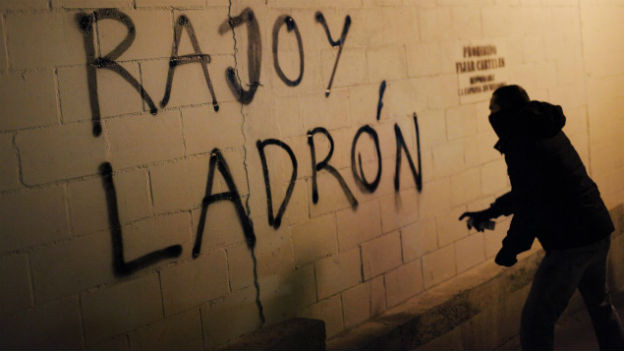 «Rajoy, Dieb» sprayt ein Demonstrant in Spanien