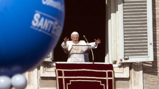 Papst Benedikt XVI bei der Neujahrsansprache