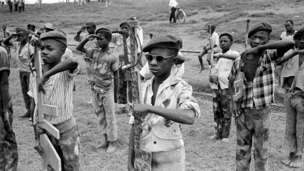 Kindersoldaten üben in Kongo, 1961
