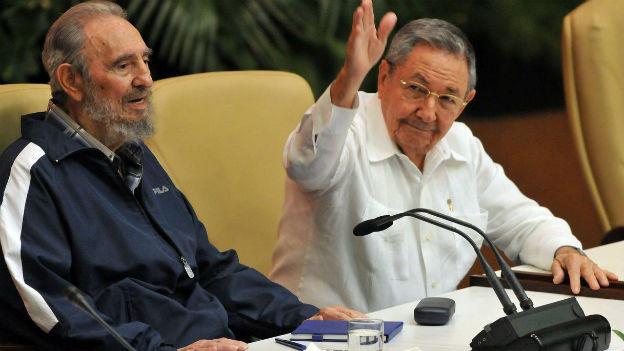 Fidel (links) und Raul Castro am 19. April 2011 am Parteikongress der Kommunistischen Partei in Kubas Hauptstadt Havana