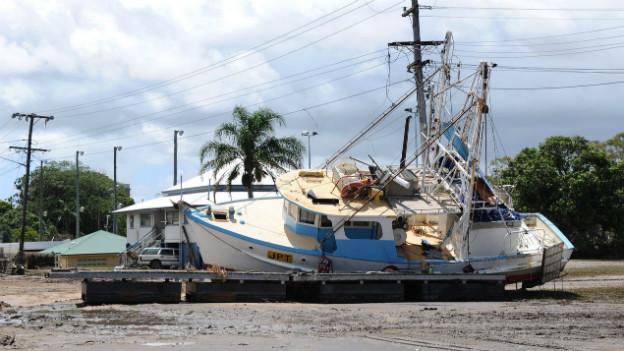 Auswirkungen der Fluten in Australien: Gestrandetes Boot in der Nähe von Bundaberg.