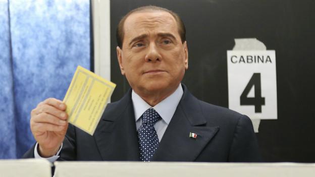 Silvio Berlusconi, hier bei seiner eigenen Stimmabgabe